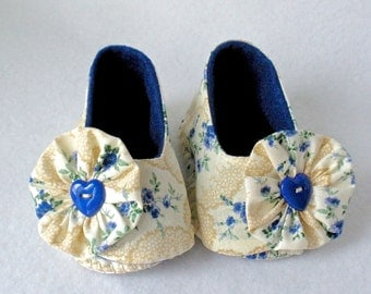 Baby Shoes, Girls Hand Stitched Booties,  Pale Ivory and Royal Blue Floral Print,  Hand Sewn Baby Shoes