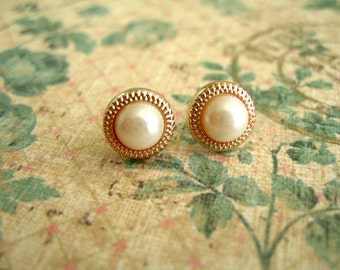 Gold White Color Style Buttons Jewlery, Buttons Post Earrings,  White Pearl Like Color Earrings, Buttons Jewelry