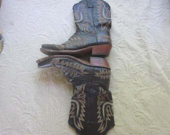 vintage lucchese cowboy boots, sz 8 B..western boots,