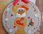 "Bear machine embroidered hoop wall hanging, Valentine wall hanging, 7"" hoop"
