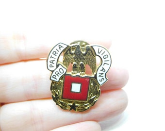 US Army Signal Corps Regimental DI Unit Badge Marked D-22 Denmark