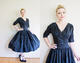 Vintage 1950s Dress - Full Skirt New Look Black Taffeta Blue Floral Embroidered Party Dress - Medium