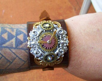 Steampunk Wristband (C501) - Adjustable Brown Leather Cuff - Silver Plated Fancy Scrollwork Stamping with Brass Gears - Swarovski Crystals