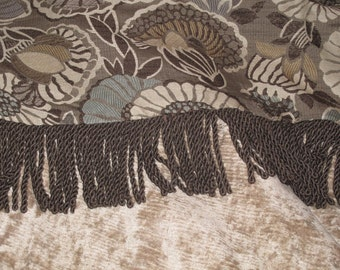 Modern Throw w Retro Vibe in Neutral Colors Jacquard & Chenille