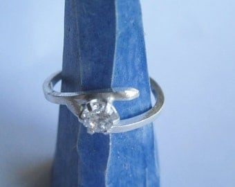 Wire Ring with Cubic Zirconia ./. Manmade Diamond Ring ./. Handforged Silver Ring with CZ ./. Bague Argent ./. Sparkling Ring ./.