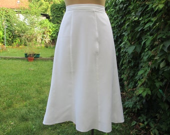 Nice White Skirt Vintage / Size EUR44 / UK16