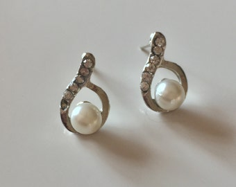 Pearl and crystal stud earrings, bridal jewelry, wedding jewelry, bridesmaid earrings