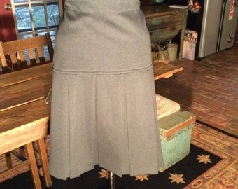 Vintage women large /XL pleated skirt..quality material....great condition