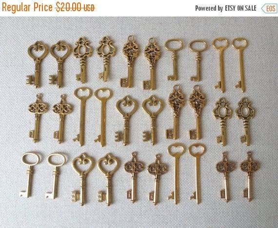 FALL SALE Keys to the World - Gold Skeleton Keys - 30 x Large Vintage Keys Antique Gold Bulk Skeleton Keys Skeleton Gold Wedding Keys Set Go