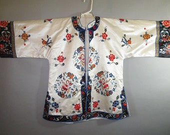 1960's Chinese Silk Jacket/Pajama Top // Embroidered // Excellent