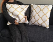 Set of 2 geometric pillows in white and gold for one sixth scale dioramas