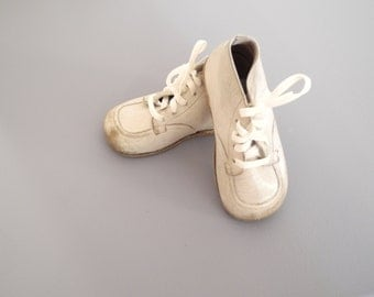 Vintage Baby Shoes, 1950's White Leather Lace Up Baby Shoes, White Leather Toddler Shoes, Vintage Baby Shoes, Leather Baby Shoes, Size 5