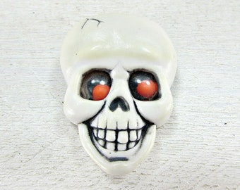 Vintage HALLMARK Halloween Brooch Pin, White Skull Brooch Pin, Red Google Eyes, 1980s Halloween Jewelry, Spooky Fun Jewelry