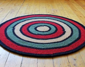 Beautiful Crochet round rug, measures 38'' in diameter