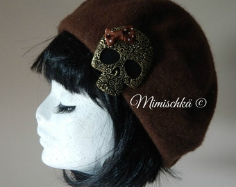 Beret winter hat brown with skull brooch