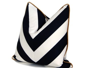 "18"" B&W Chevron Pillow"
