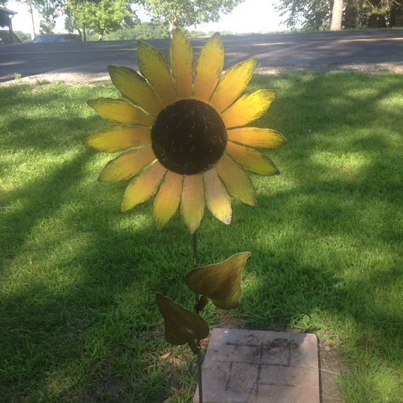Sunflower on stake, Metal Garden Art, Painted Flower Stake, Metal Yard Art, Metal Flower Yard Stake,