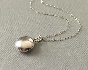 Locket Necklace in Sterling Silver -SilverLocket Necklace -Silver Round Plain Locket -A Beautiful Gift