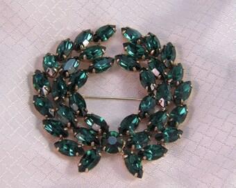 Vintage c1960's Juliana Emerald Green Rhinestone Wreath Brooch