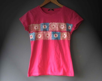 Pink Blue Granny Square Print T shirt Womens DTG Printing Size Small