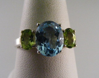 Vintage  Blue Topaz  and Peridot Sterling Silver Ring.....  Lot 4256
