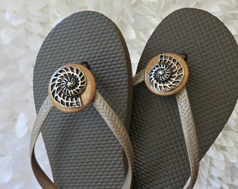 Spiral Sea Shell Flip Flop Wrap Clips, Flexible Removable Versatile Shoe Clips, Sandal Clips, Scarf Accessory,