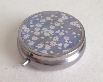 Pill box Jewelry case with Japanese handmade washi paper (small flowers) with gift envelope