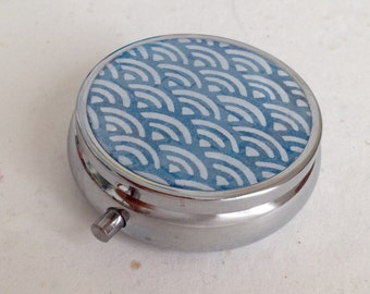 Pill box Jewelry case with Japanese handmade washi paper (waves) with gift envelope
