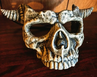 Skull Mask short horns bone finish
