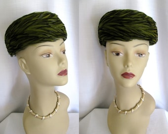 True Vintage 1950s 60s Hat - Dayton's Green Feather Pill Box Hat