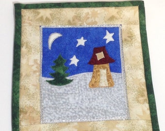 Quilted Winter Wallhanging snowy cabin scene