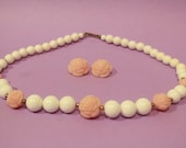 Vintage 80s Womens Baby Pink Rose White Beaded Necklace Retro