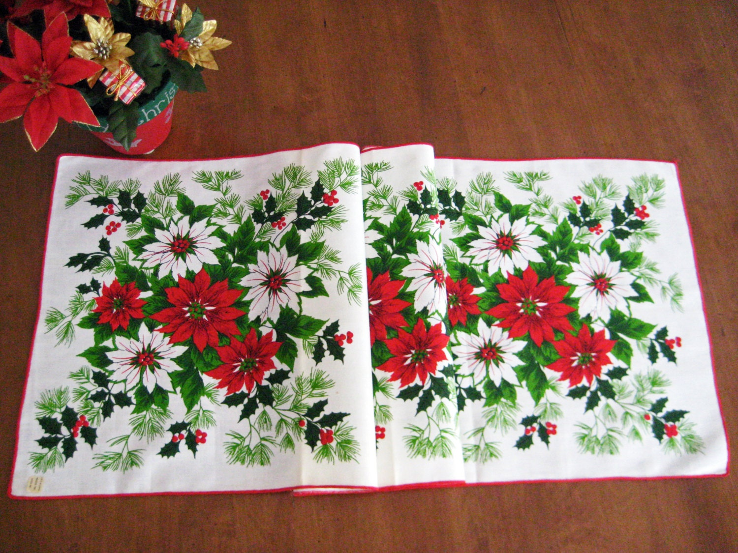 Vintage Christmas Table Runner Poinsettias Holly New Old