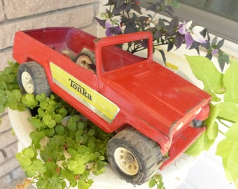Tonka Jeepster Red Metal Jeepster 70s with side labels Planter