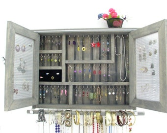 Deluxe earring holder