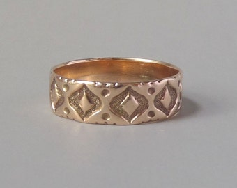 Antique Victorian Rose Gold Ring. Wedding Band. Eye Shapes. Size 8.25