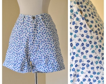 Vintage High Waisted Denim Floral Shorts Pinup Rockabilly 50s Style White with Blue Floral Shorts Size Small