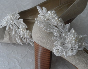 Ivory Venice Lace Bridal Shoe Clips / Bridal Shoe Clips  / Bridal Accesories / Pearl Shoe Clips / Bridesmaids Shoe Clips..