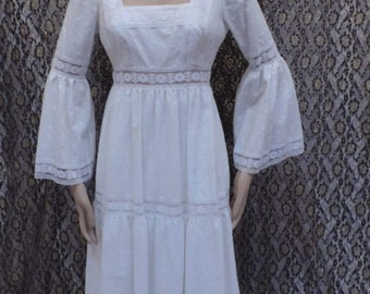 Lace Dress White Prairie Wedding Maxi Gown Vintage 1970s Renaissance Festival Modesty Frock Size 8