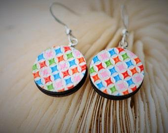 WOOD Dangle Earring - EMBOSSED Geometry Small Pastel Square ~ 16 mm - Women / Elegant/Modern