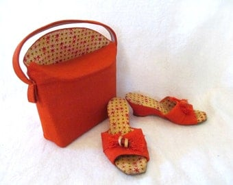 Vintage Mod '60s Set Orange Burlap Purse Matching Wedge Heel Sandals Flower Power Interior Wood Bead Floral Boho Tropical Beach Resortwear