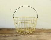 Vintage Rustic Farmhouse Yellow Metal Wire Egg Basket Display Vintage Storage Gardening Basket