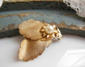 Vintage Textured Gold Tone White Faux Pearl Flower Leaf Brooch Pin Jewelry