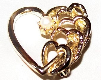 """Abstract Heart Brooch Scatter Pin White Pearl Accent Gold Metal Valentine Gift 1"""" Vintage"""