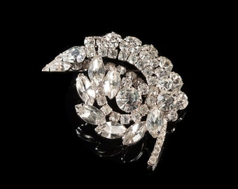 Vintage leaf shaped rhinestone brooch / Elegant / 1950s