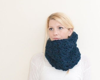 SUMMER SALE The Chunky Cowl Neckwarmer  Scarf - navy - Wool Blend