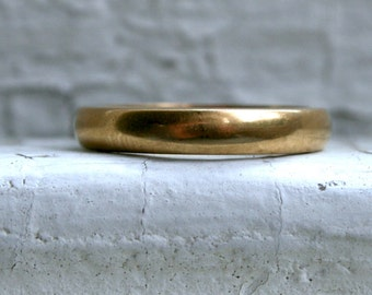 Classic Antique 18K Yellow Gold Plain Wedding Band.