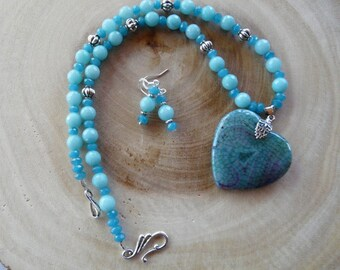 20 Inch Aqua Fire Agate Heart Pendant Necklace with Earrings