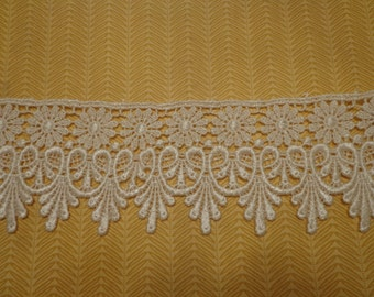 """Gorgeous 2 3/4"""" Wide Rayon Venice Lace Trim in Ivory - 1 Yard"""