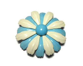 Daisy brooch pin, large mod 1960s blue and white enamel flower floral brooch, baby blue and white petals with blue center